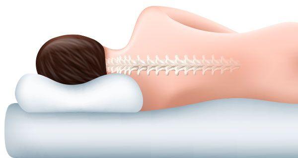 Mujer en la cama con la columna alineada